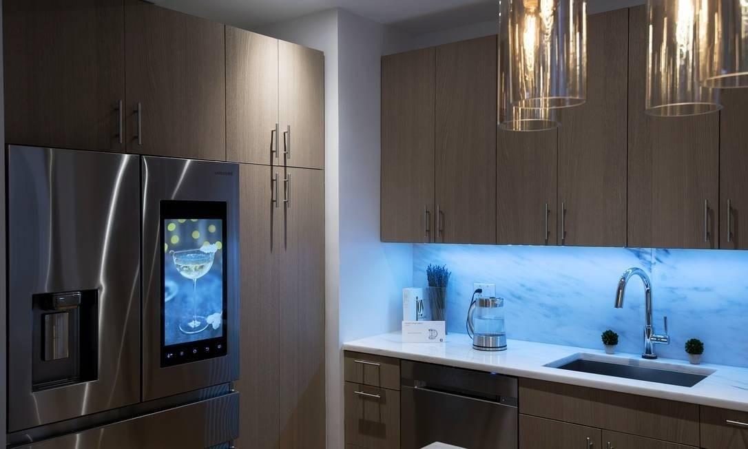 Produtos inteligentes, incluindo iluminação e eletrodomésticos que podem ser controlados via aplicativos Foto: KARSTEN MORAN / NYT