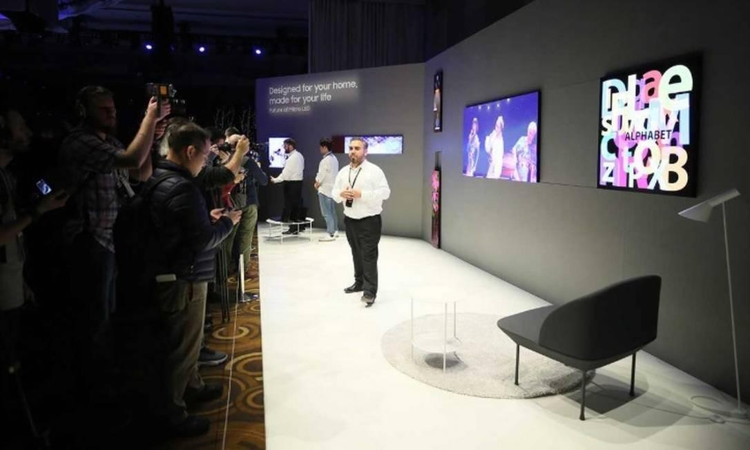 A Samsung apresenta seus modelos de telas em módulo Foto: Bruno Rosa