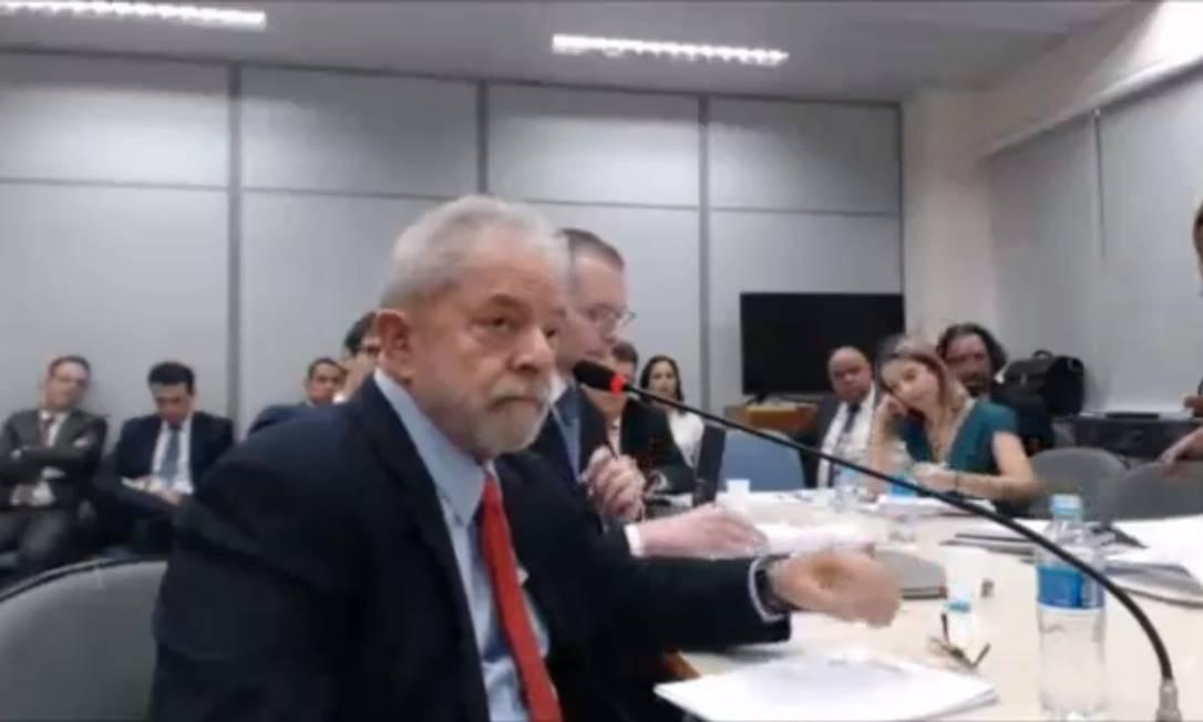O ex-presidente Lula, durante interrogatório na Justiça Federal, em Curitiba, sobre o caso do sítio de Atibaia Foto: Reprodução (14/11/2018)