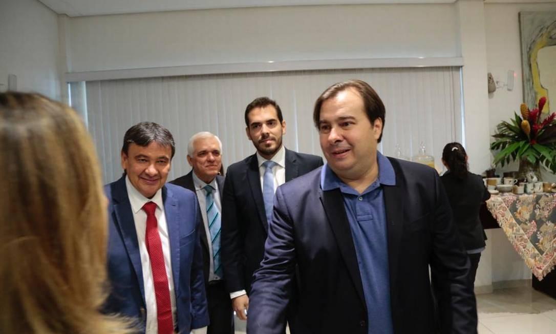 O presidente da Câmara, Rodrigo Maia (DEM-RJ), e o governador do Piauí, Wellington Dias (PT) Foto: Reprodução