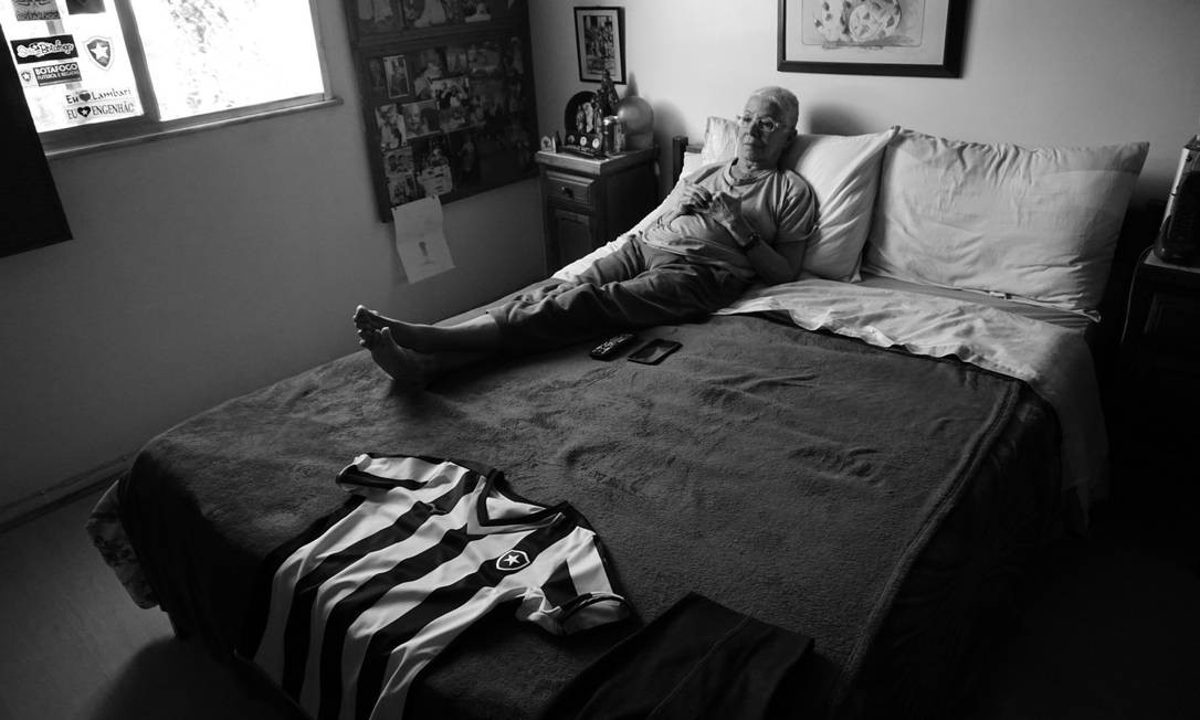 """""""Após meu avô falecer em 1995, ir aos estádios torcer pelo Botafogo fez com que minha avó mantivesse uma ligação com ele. Meu primo Ricardo e meu irmão Pedro levaram-na a diversos jogos"""" Fotos: Luiza Moraes Foto: Luiza Moraes / Agência O Globo"""
