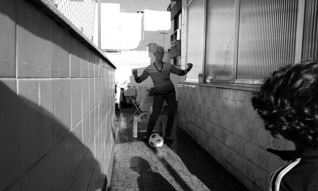 """""""Agora com o filho do meu primo de 4 anos fascinado pelo Botafogo, ela tem mais paixão ainda de ir aos jogos"""" Fotos: Luiza Moraes Foto: Luiza Moraes / Agência O Globo"""