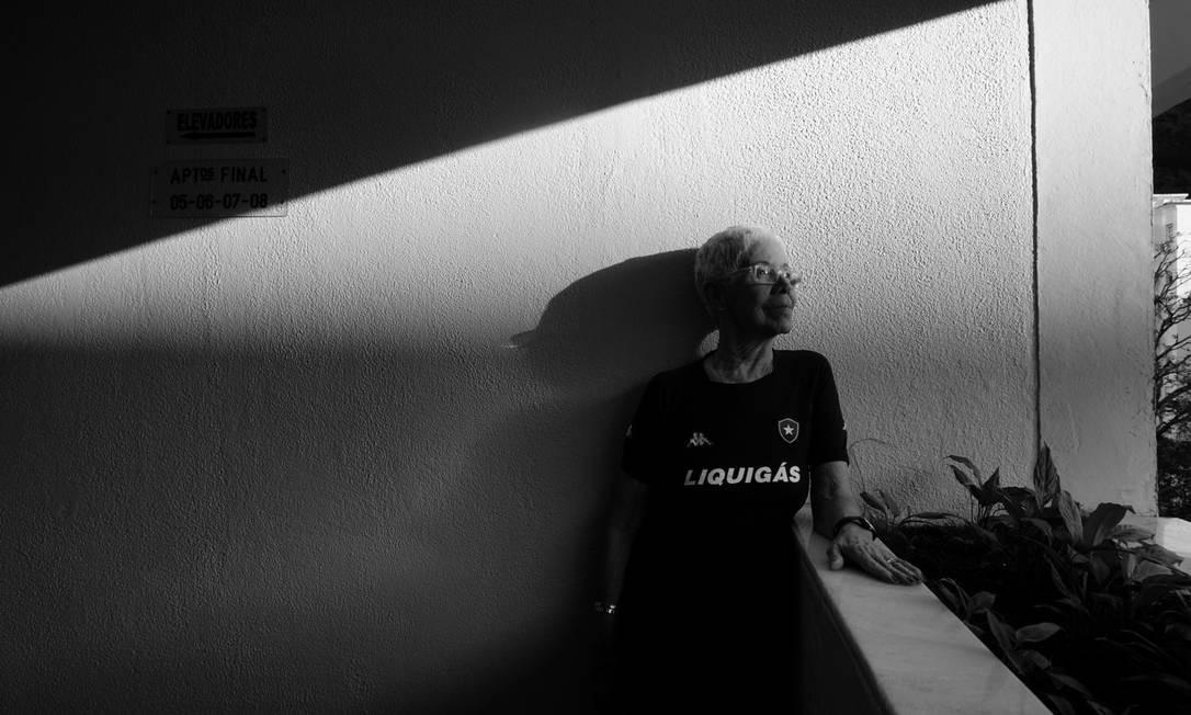 """""""Há anos escutava histórias da minha vó no estádio e não conseguia imaginar todas as cenas"""" Foto: Luiza Moraes / Agência O Globo"""