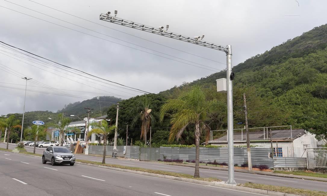 Equipamento instalado em frente ao Hospital Mário Monteiro, na Estrada Francisco da Cruz Nunes, em Piratininga Foto: Marcio Alves / Agência O Globo