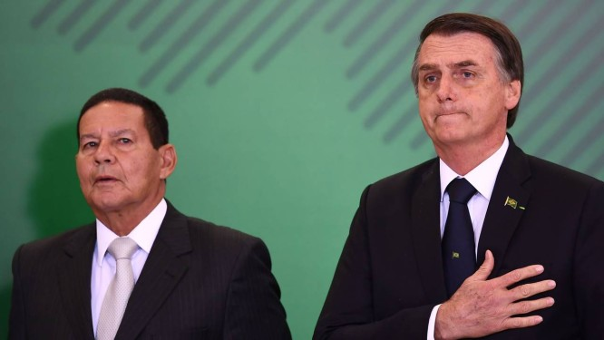 O vice-presidente Hamilton Mourão e o presidente Jair Bolsonaro Foto: Evaristo Sá/AFP/07-01-2019
