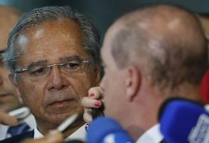 Os ministros Paulo Guedes (Economia) e Onyx Lorenzoni (Casa Civil) concedem entevista coletiva Foto: Jorge William / Agência O Globo
