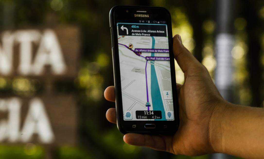 Lei sancionada por Crivella obriga aplicativos de geolocalização a emitir alertas sonoros próximos a áreas de risco Foto: Guilherme Leporace / Agência O Globo