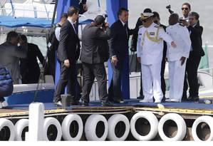 Presidente Jair Bolsonaro ao chegar para a cerimônia no Clube Naval Foto: Jorge William / Agência O Globo