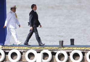 O presidente Jair Bolsonaro ao chegar para cerimônia de troca de comando da Marinha Foto: Jorge William / Agência O Globo