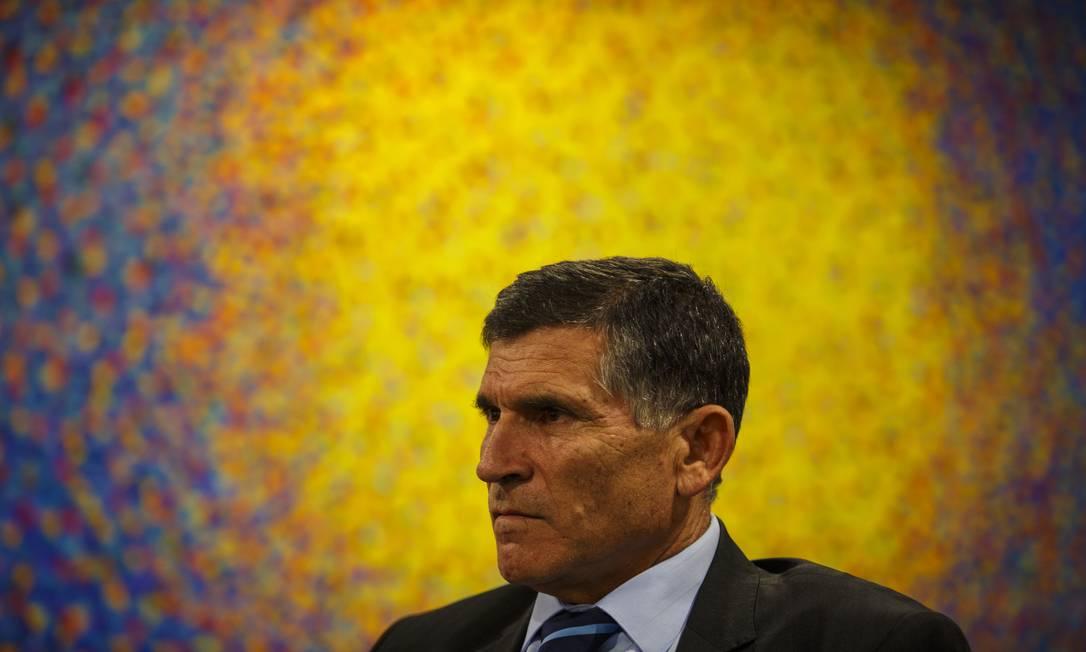 O ministro da Secretaria Geral de Governo, general Santos Cruz, durante entrevista Foto: Daniel Marenco / Agência O Globo