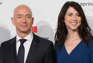Bezos e MacKenzie: divórcio após duas décadas e meia juntos Foto: JORG CARSTENSEN / AFP