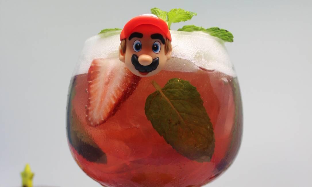 Mario Bros. (Mario Bros.): Red Label, morango, suco de limão e hortelã Foto: Divulgação