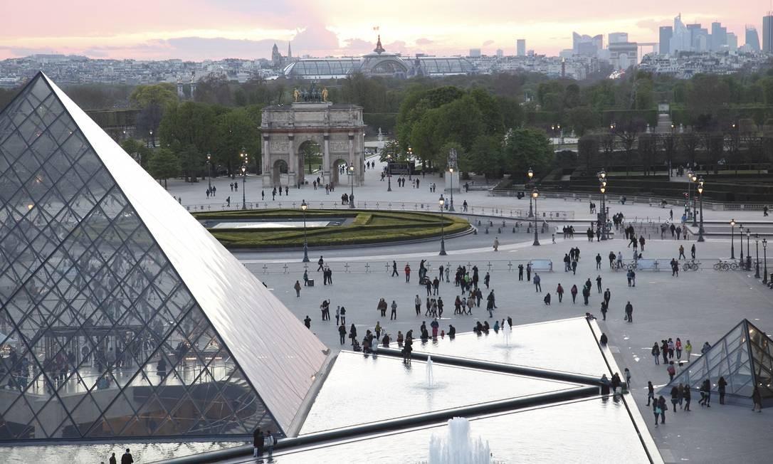 Durante sua construção, boa parte da sociedade francesa foi contra o projeto. Mas hoje a Pirâmide do Louvre é um dos símbolos de Paris Foto: Musée du Louvre / Divulgação