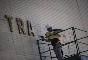 Retirada dos letreiros do Ministério do Trabalho e da Fazenda Foto: Daniel Marenco/Agência O Globo/02-01-2019