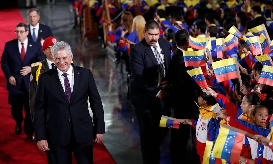 Presidente de Cuba, Miguel Diaz-Canel, chega para o juramento cerimonial de Maduro CARLOS GARCIA RAWLINS / REUTERS