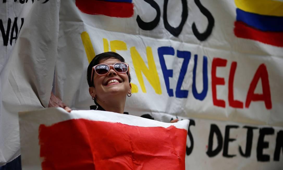 Venezuelana participa de um protesto contra o presidente ADRIANO MACHADO / REUTERS