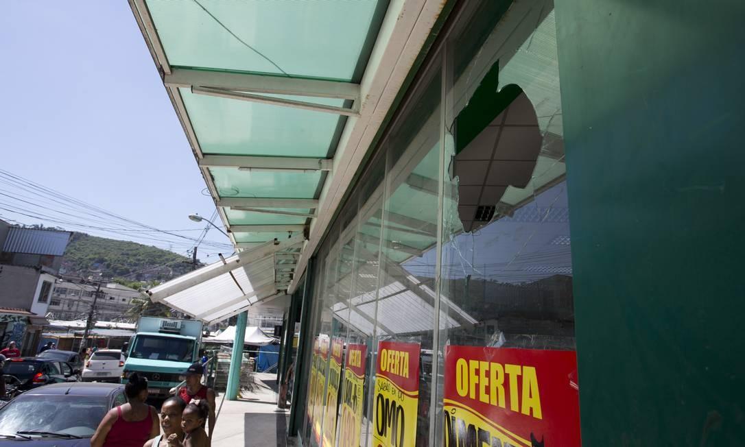 Marcas de tiros no interior da comunidade da Chacrinha, dominada pela milícia. Foto: Márcia Foletto / Agência O Globo
