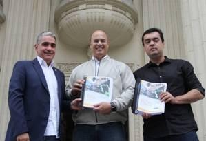 Ceciliano, Witzel e o vice-governador, Cláudio Castro, em agenda na Assembleia Legislativa em novembro. Na ocasião, o trio se encontrou para discutir pautas que seriam votadas pelo Parlamento em dezembro Foto: Divulgação