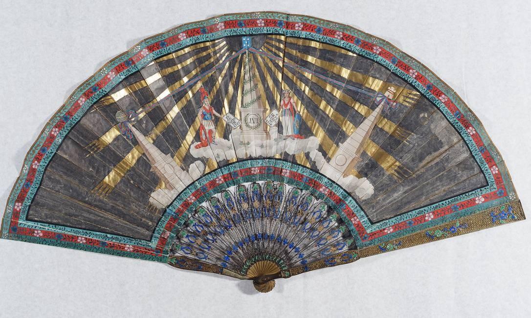 Leque comemorativo da coroação de dom João VI, em exibição no Museu Histórico Nacional Foto: Jaime Acioli / Divulgação