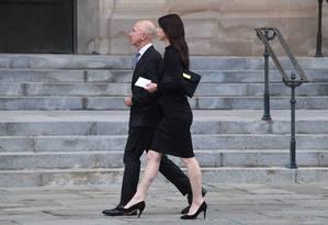 Bezos e a esposka MacKenzie no ano passado: presidente americano desejou boa sorte ao bilionário Foto: JIM WATSON / AFP