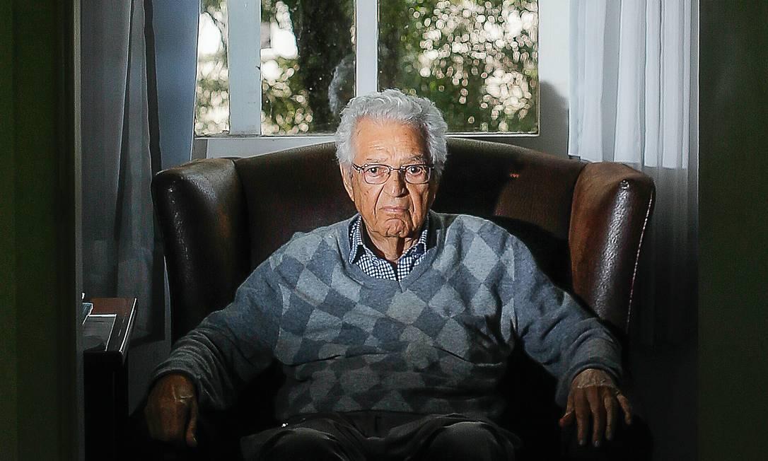 O professor Antonio Paim, guru do ministro da Educação, Ricardo Veléz Rodríguez Foto: Edilson Dantas / Agência O Globo