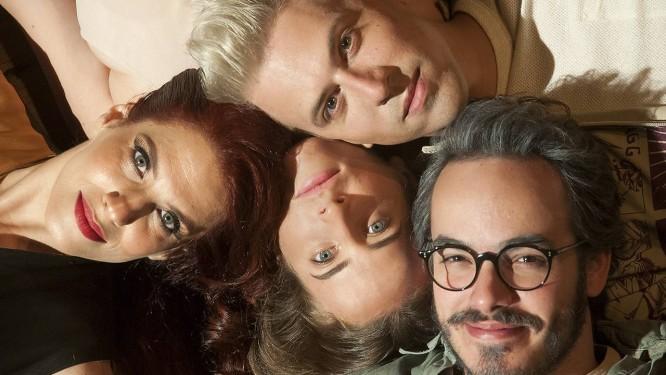 """Quatro amigos, uma família. O elenco da peça """"40 anos esta noite"""", atração do Teatro Ipanema Foto: Divulgação/Dalton Valerio"""
