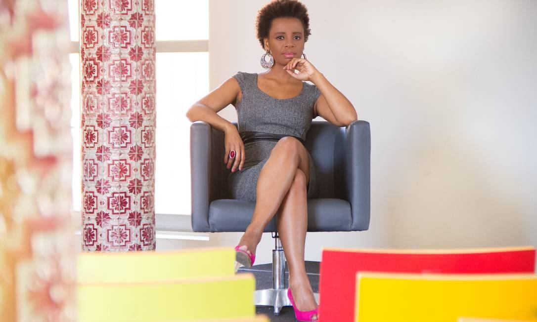 Janine Rodrigues. A escritora carioca virou referência na abordagem da cultura negra na literatura infantil Foto: Divulgação/Luca Ayres