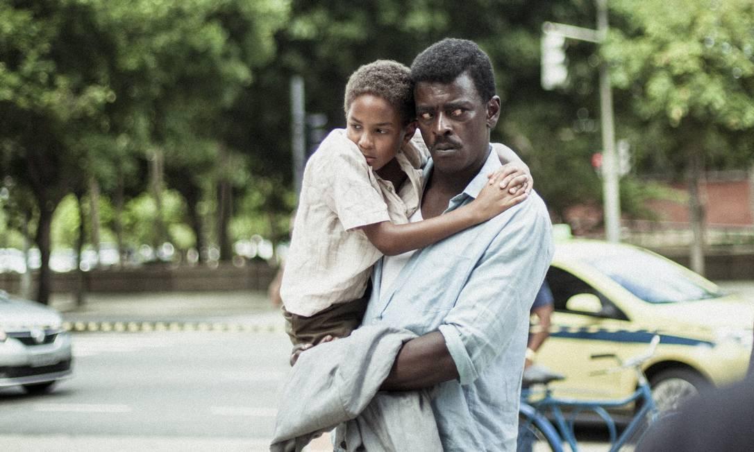 Seu Jorge como Marighella e Renato Assunção como seu filho no filme de Wagner Moura Foto: Fernanda Frazão / Divulgação
