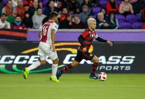 Diego foi titular do Flamengo contra o Ajax: meia pode estar de saída Foto: Alexandre Vidal / Flamengo