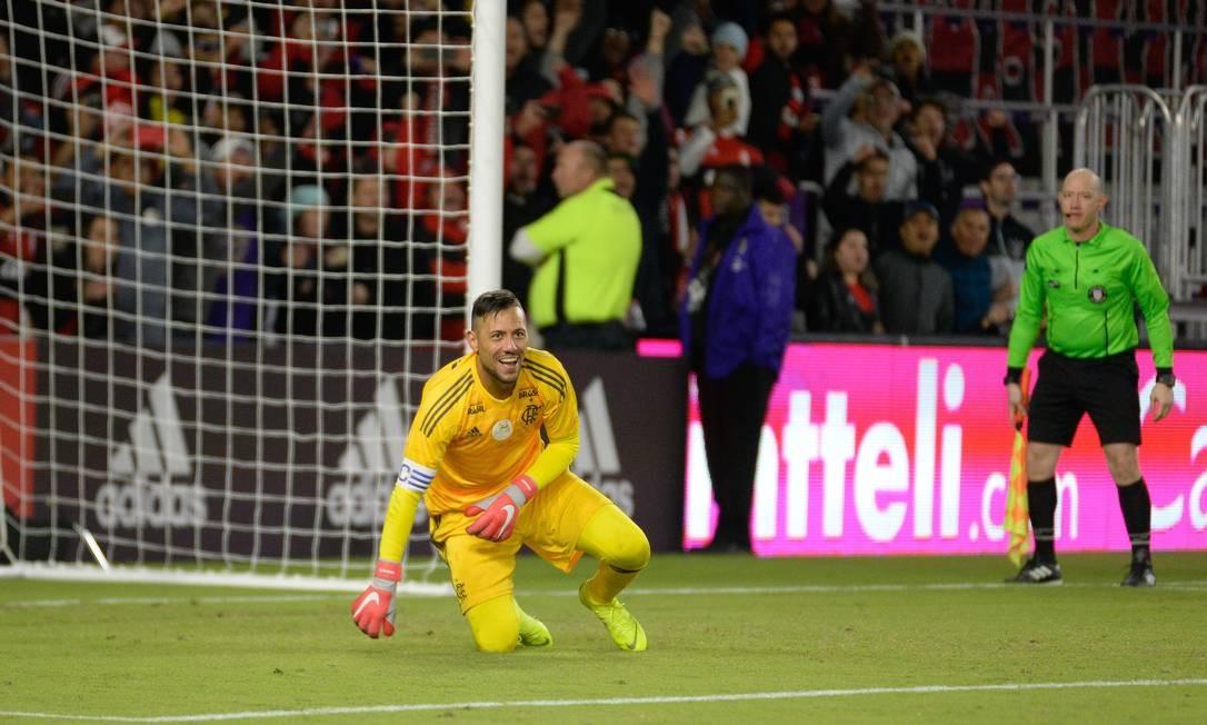 Diego Alves fecha o gol diante do Ajax pelo Torneio da Flórida Foto: Alexandre Vidal/Flamengo