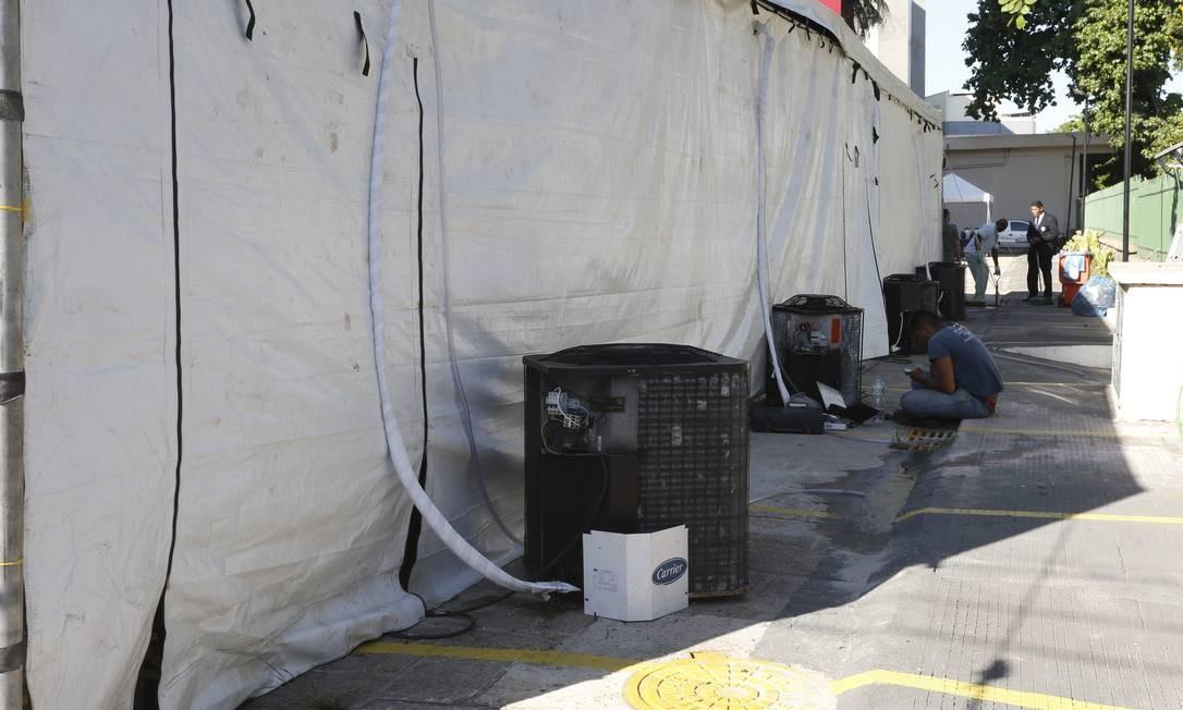 Cerimônia contava com serviço de tendas climatizadas avaliado em R$ 27 mil Foto: Domingos Peixoto / Agência O Globo