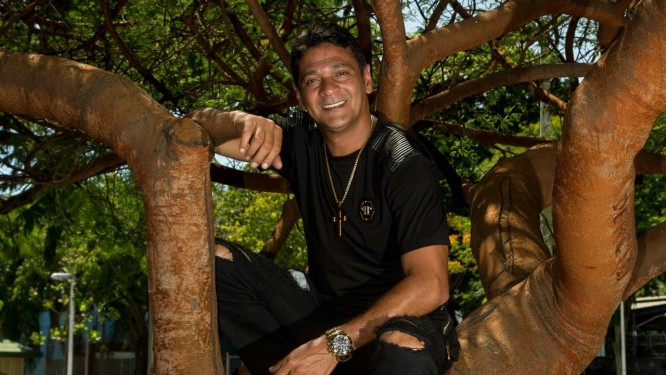 Bob Rum foi criado e ainda mora em Santa Cruz, Zona Oeste Globo Foto: Brenno Carvalho / Agência O Globo