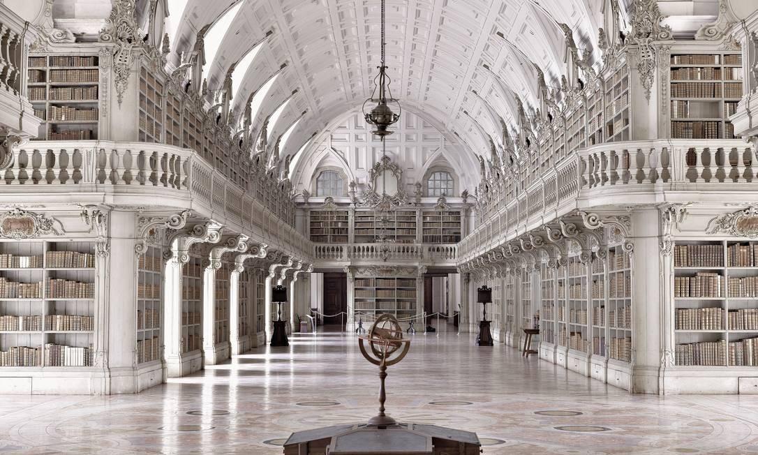 Biblioteca do Convento de Mafra, Mafra, Portugal Foto: Massimo Listri / Divulgação