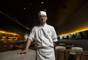 Chef do Naga diz que brasileiros preferem sushis feitos com salmão Foto: Guito Moreto / Agência O Globo