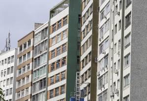 Para vender, é melhor esperar o ano que vem em que os preços devem subir um pouco. Agora, para quem pode pagar à vista, é uma boa hora. Foto: Marcos Ramos / Agência O Globo