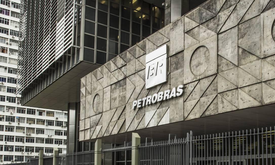 Fachada do edifício sede da Petrobras, no Centro do Rio de Janeiro Foto: Guito Moreto / Agência O Globo