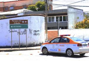 Ronda. Carro do Proeis passa por um dos acessos ao Parque da Cidade Foto: Agência O Globo / Agência O Globo