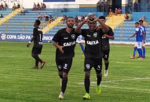Rhuan comemora um dos gols na vitória do Botafogo sobre o Atlântico pela Copinha Foto: Reprodução/Twitter