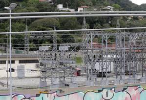Subestação. Morador de Itaipu diz que já ficou sem luz três vezes este ano Foto: Márcio Alves / Agência O Globo