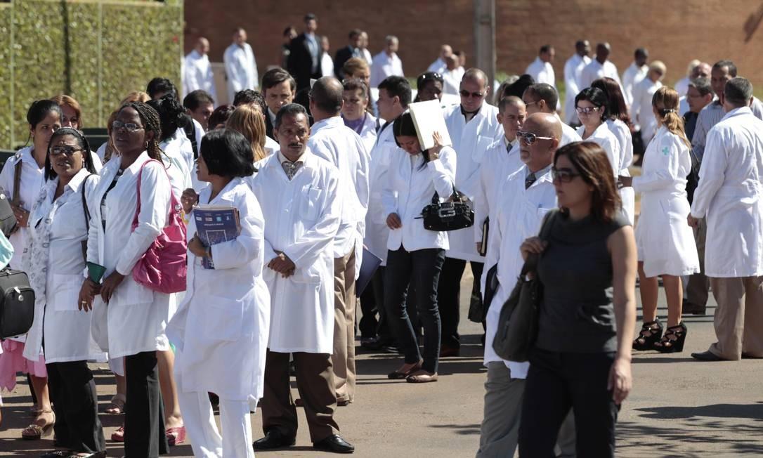 Médicos cubanos são recebidos na Fundação Fiocruz Foto: Jorge William/Agência O Globo/26-08-2013