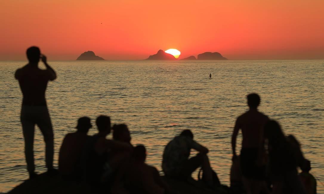 O point mais tradicional para apreciar o pôr do sol no Rio . Foto: Roberto Moreyra / Agência O Globo