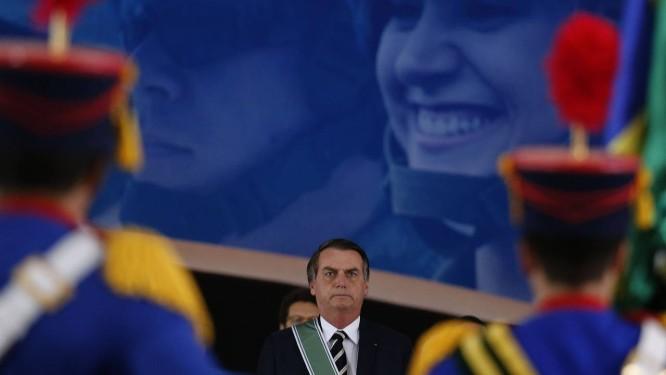 Presidente Jair Bolsonaro participa da solenidade de passagem de comando do Exército Foto: Jorge William / Agência O Globo