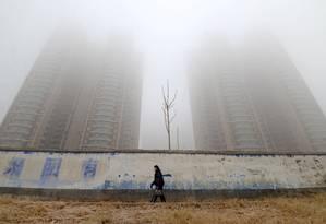 Cenário nebuloso: A poluição em Handan, províncie de Hebei, também se estende ao cenário econômico da China Foto: CHINA STRINGER NETWORK / REUTERS