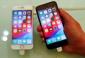iPhones: segundo diretor executivo da Qualcomm, empresa procurou ser fornecedora exclusiva de chips da Apple Foto: FABRIZIO BENSCH / REUTERS