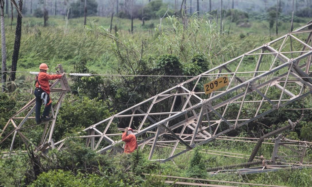 Ataque derrubou torre de transmissão no município de Maracanaú Foto: Jarbas Oliveira