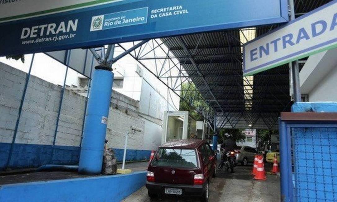 Posto do Detran: a vistoria foi abolida para a maior parte dos veículos no Rio Foto: Agência O Globo