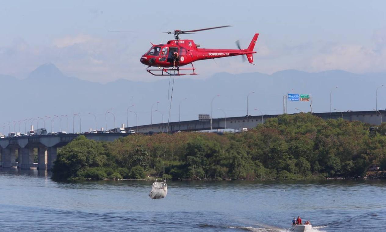 De acordo com as primeiras informações, o helicóptero que caiu tentou fazer um pouso forçado por causa de uma pane mecânica Foto: Fabiano Rocha / Agência O Globo