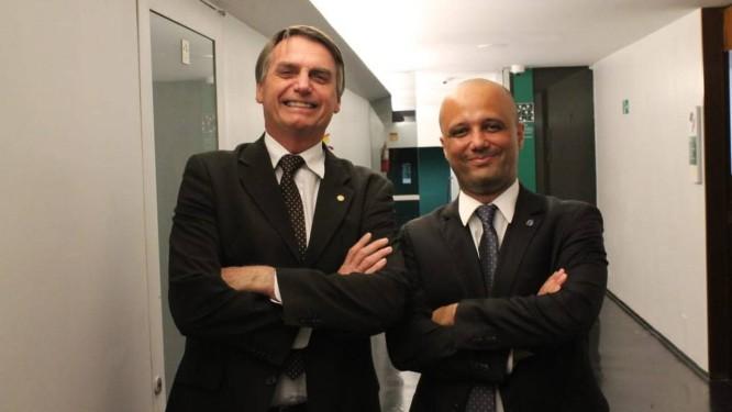 O presidente Jair Bolsonaro e o deputado federal eleito Major Vitor Hugo Foto: Reprodução/Facebook