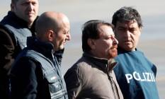 O italiano Cesare Battisti desembarca na Itália após ser extraditado da Bolívia. Foto: MAX ROSSI / REUTERS