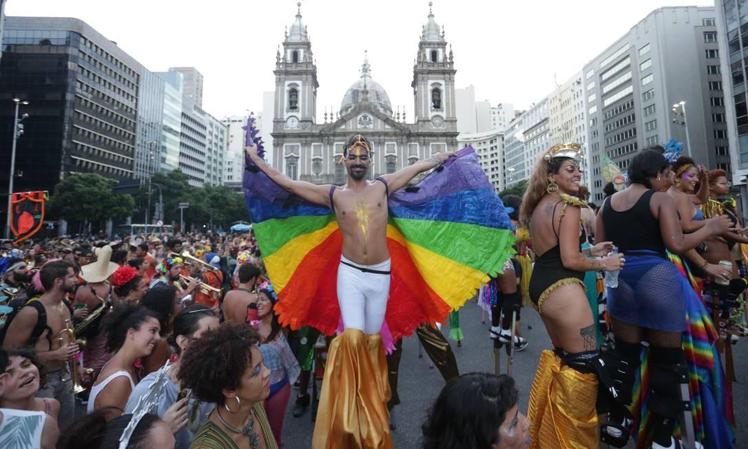 Encontro de blocos abriu a temporada não oficial dos desfiles de rua no dia 6 de janeiro Foto: Márcio Alves